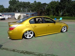 BMW 5er E60 (911gt2rs) Tags: treffen meeting show tuning bimmer tief low stance airride gold gelb yellow 520i 525i 530i 535i 540i