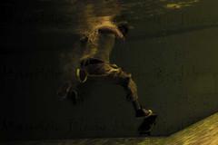 abre las alas (Mauricio Silerio) Tags: sport sports skating skate skates skater skateboard underwater swimming pool photography fotografia mauriciosilerio urban