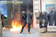 Manifestation pour l'abrogation de la loi Travail - 15.09.2016 - Paris - IMG_8156 (PM Cheung) Tags: loitravail paris frankreich proteste mobilisationénorme cgt sncf euro2016 demonstration manifestationpourlabrogationdelaloitravail blockaden 2016 demo mengcheungpo gewerkschaftsprotest tränengas confédérationgénéraledutravail arbeitsmarktreform lesboches nuitdebout antagonistischenblock pmcheung blockupy polizei crs facebookcompmcheungphotography polizeipräfektur krawalle ausschreitungen auseinandersetzungen compagniesrépublicainesdesécurité police landesweitegrosdemonstrationgegendiearbeitsmarktreform loitravail15092016 manif manifestation démosphère parisdebout soulevetoi labac bac françoishollande myriamelkhomri esplanadeinvalides manifestationnationaleàparis csgas manif15sept manif15 manif15septembre manifestationunitairecgt fo fsu solidaires unef unl fidl république abrogationdelaloitravail pertubetavillepourabrogerlaloitravaille