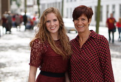 mother & daughter @ Redhead Days 2016 (e) Tags: redhead day rood roodharigendag red retratos rouge ros roodharig rot rothaarig hair redhead days 2016 roodharigendag rhd2016 pelirrojo portrait portraiture posing retrato rosso breda girl girls glimlach ginger lach smile sorria sonrisa sourire valkenbergpark stunning gals women vrouw femme ragazze   ryzhiy pelirroja redhaired mc1r