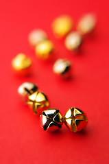 Silver and Gold (JebbiePix) Tags: red blur macro vertical metal closeup bells silver gold shiny pentax bokeh metallic small tiny jinglebells zykkor