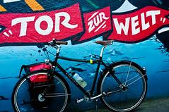 Tor zur Welt (derkosmonaut) Tags: synagoge fahrrad elbe elbtunnel wanderer radtour deich wilhelmsburg veddel georgswerder oberstrase