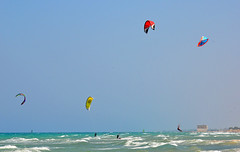 Mattinata ventosa - Windy morning (Ola55) Tags: sea italy mare waves wind windy kitesurf puglia vento onde ostuni ventoso the4elements mywinners aplusphoto worldtrekker skyascanvas ola55 spiaggiadimarinastella
