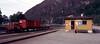 Granvin stasjon mai 1985 (Odd Stiansen) Tags: hardangerbanen hardangerbana vossgranvin skiftelokomotiv godsvogner