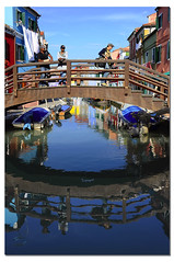 Burano - Riflessi dal ponte (G.hostbuster (Gigi)) Tags: people italy colors reflections gente colori riflessi channel burano canale ghostbuster veneto gigi49 reflectsobsessions imageourtime
