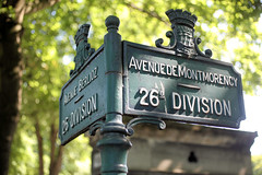 Cimetiere Montmartre (LLysaght) Tags: cemetery signpost montmatre avenuedumontmorency parislabasiliquesacrcoeurdemontmartre