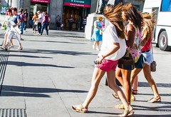 flying hair, shorts and sandals (pukilin) Tags: madrid street city girls color 35mm calle wind sandals candid ciudad viento chicas shorts randomgirls robado flyinghair desconocidos nikond3100