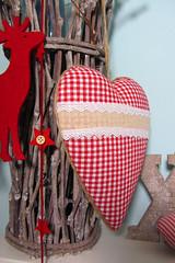 bayrisches stoffherz auf Pappe gross rot weiss 4 (Lealani Design) Tags: sterne gestreift stoff kariert gepunktet homesweethomeherzen glasholzschnoerkelwerk