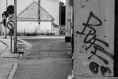 Street (Funyiroember) Tags: street blackandwhite monochrome outdoor tag streetphotography graffity streetphoto amateur nikond3300