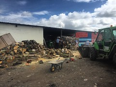 """4 of us over the yard this morning processing firewood, glad it was a bit cooler today! #wardenstreecare <a style=""""margin-left:10px; font-size:0.8em;"""" href=""""http://www.flickr.com/photos/137723818@N08/27896816393/"""" target=""""_blank"""">@flickr</a>"""