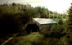 Lumire obscur / Obscure light (deplour) Tags: pont couvert covered bridge lumire obscur obscure light rivire shdiac river