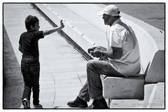 Talk to the hand - Canon EOS 400D DIGITAL - EF-S 18-135 mm (Beek2012) Tags: canon canon400d efs18135mmf3556is street blackwhite blackandwhite bw