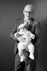 Godfather and Leroy in black and white (alexander.dischoe) Tags: godfather taufpate gtti leroy bw blackandwhite blackwhite nikon d7100 dslr dx nikkor18200mm schwarzweiss sw shooting fotoshooting licht belichtung studio baby boy toddler