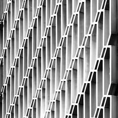 Kamino (Herminio.) Tags: barcelona arquitectura edificio moderno acero architecture building modern steel edifici acer