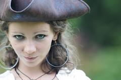 Colpito... Cosplay giardini Sigurt (paolo bonfanti) Tags: il magico mondo del cosplay parco giardino sigurt ritratto pirata corsaro ragazza