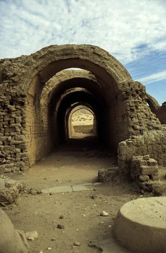 "Ägypten 1999 (430) Theben West: Ramsesseum • <a style=""font-size:0.8em;"" href=""http://www.flickr.com/photos/69570948@N04/29570024602/"" target=""_blank"">View on Flickr</a>"