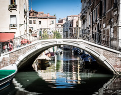 2016-08-11_Venedig - Venice - gritty version_IMG_8019 (dieter_weinelt) Tags: bluesky brcken dieter fiona gondeln kanal kanle melanie sommer2016 sonnenschein touristen venedig venice victoria blauerhimmel boats boote bridges canals gondolas summer2016 sunshine tourists