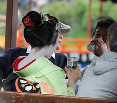the beer drinking maiko (Christian Kaden) Tags: beer festival japan kyoto ship asahi drink arashiyama 京都 日本 bier 嵐山 fest kioto trinken kansai schiff 関西 ビール 船 祭 アサヒビール 飲み物 アサヒ bestofjapan mifunematsuri 三船祭 日本一番