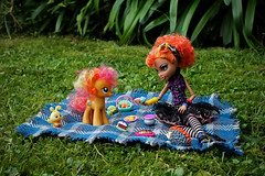friendship is magic (pukunui81) Tags: blue friends food orange green grass werewolf canon toys doll picnic friendship bee pony sharing hedgehog mylittlepony 550d toystories t2i earthpony canoneos550d monsterhigh friendshipismagic howleenwolf honeybuzz