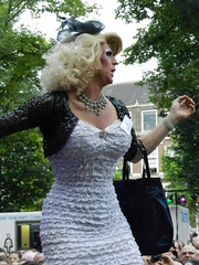 DSCN0743e (Enrico Webers) Tags: gay holland netherlands dutch amsterdam drag tv europa europe nederland pride queen tranny transvestite olympics paysbas ams drags 2012 niederlande trannies hollanda travestiet travestieten dragqueenolympics