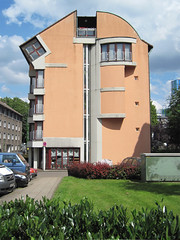 Essen (Nordviertel) - Hotel 'Atelier' (.patrick.) Tags: orange house building hotel essen haus nrw ruhrgebiet gebäude nordrheinwestfalen atelier ruhrarea northrhinewestphalia nordviertel segeroth