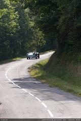 Courbe (Ludtz) Tags: auto road white mountain green cars yellow jaune montagne canon vert route 74 blanc astonmartin voitures ambiance db3s 5dmkii canoneos5dmkii ludtz ef70200|4l rondedautomne2012 4emontehistoriquedelamuraz vh74