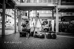 MONO1129 (H.M.Lentalk) Tags: life street leica city people urban white black monochrome oz f14 28mm 14 sydney australian australia m 28 aussie summilux asph 114 typ 246 summiluxm 11428