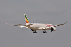 ET0710 ADD-LHR (A380spotter) Tags: approach landing arrival finals shortfinals threshold airbus a350 a350xwb xtrawidebody extra 900 etatq simienmountains  ethiopianairlines eth et et0710 addlhr runway09l 09l london heathrow egll lhr