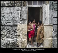 "Escenas de la Habana, n.2  hija, madere y abuela • <a style=""font-size:0.8em;"" href=""http://www.flickr.com/photos/15452905@N02/29210892070/"" target=""_blank"">View on Flickr</a>"