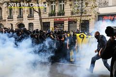 Manifestation pour l'abrogation de la loi Travail - 15.09.2016 - Paris - IMG_7882 (PM Cheung) Tags: loitravail paris frankreich proteste mobilisationénorme cgt sncf euro2016 demonstration manifestationpourlabrogationdelaloitravail blockaden 2016 demo mengcheungpo gewerkschaftsprotest tränengas confédérationgénéraledutravail arbeitsmarktreform lesboches nuitdebout antagonistischenblock pmcheung blockupy polizei crs facebookcompmcheungphotography polizeipräfektur krawalle ausschreitungen auseinandersetzungen compagniesrépublicainesdesécurité police landesweitegrosdemonstrationgegendiearbeitsmarktreform loitravail15092016 manif manifestation démosphère parisdebout soulevetoi labac bac françoishollande myriamelkhomri esplanadeinvalides manifestationnationaleàparis csgas manif15sept manif15 manif15septembre manifestationunitairecgt fo fsu solidaires unef unl fidl république abrogationdelaloitravail pertubetavillepourabrogerlaloitravaille
