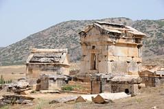 Hierapolis graftombes Pamukkale, Turkije 2010 (wally nelemans) Tags: turkey tombs turkije pamukkale 2010 hierapolis romancity graftombes romeinsestad