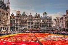 Amsterdam%2C+Holland+078+-+A+lady+driving+a+gondola
