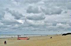 Zee, strand en wolken - Sea, beach and clouds (Johnny Cooman) Tags: sea lighthouse beach strand landscape boot pier boat belgium belgique belgi natuur wolken zee westvlaanderen bateau soe vuurtoren cloudscapes sailingship landschap flanders nieuwpoort belgien zeilboot westflanders wolk autofocus blgica vlaanderen flandern belgia flandre flandes staketsel thegalaxy  flickraward flemishregion canons5 mygearandme mygearandmepremium flhregion mygearandmebronze mygearandmesilver mygearandmegold mygearandmeplatinum ringexcellence dblringexcellence wolkformatie wolkformaties vigilantphotographersunite vpu2 vpu3 vpu4 vpu5 vpu6 vpu7 vpu8 vpu9 vpu10