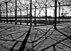 Substantiating shadows / Dándole sustancia a las sombras (Claudio.Ar) Tags: light blackandwhite bw santafe abandoned argentina topf50 iron poetry shadows decay sony ciudad structure dsc decayed dislocation urbex h9 ffcc laredonda claudioar claudiomufarrege