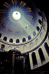 Holy Light (Violet Kashi) Tags: light white church israel hall christ dove jerusalem jesus tomb ps christian holyland  oldcity jeruzalem pilgrims gerusalemme alquds jrusalem jerusaln  holysepulchre  jerusalm jerozolima ierusalim   yerushalyim jeruzslem  thecapitalofisrael