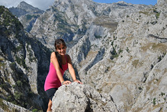 I found the place.. (Sara Albo) Tags: road portrait mountain rock ruta ro river way camino hiking path route journey montaa pathway sendero rocas itinerary poncebos rutadelcares can rocares