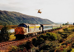 37025 at balnacra (47604) Tags: class37 37025 balnacra scotland helicopter dutchlivery passenger networksoutheast hills forest tree chinook