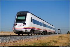 Procedente de Badajoz (Pascual Martínez) Tags: españa trenes spain nikon trains rails renfe pasajeros operador automotor regionales 598 pasku fuenla diésel griñón d3000