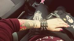 Just chillin (missschokoholic) Tags: me myself miss schokoholic punk gothic emo nieten tattoo outdoor auto woman frau donna skull totenkopf tescio teschio