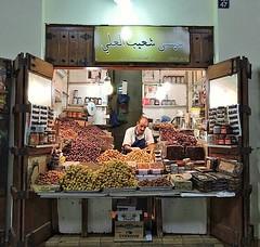 بائع التمر بسوق المباركية بالكويت ([(Faisal ALGhazi)]) Tags: سوقالمباركية مدينةالكويت الكويت المباركية سوقالغربللي سياحةالكويت سوق