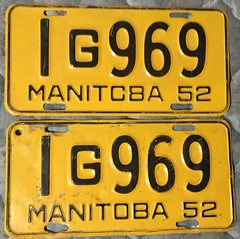 MANITOBA 1952---LICENSE PLATE PAIR (woody1778a) Tags: saskatchewan licenseplate numberplate registrationplate mycollection myhobby history canada
