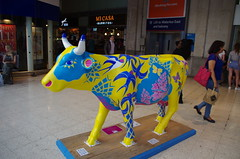 IMGP4392 (Steve Guess) Tags: surrey hills cow parade sculpture trail waterloo station lambeth london england gb uk network rail swt south west trains