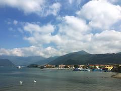 (Paolo Cozzarizza) Tags: italia lombardia brescia iseo acqua lago lungolago panorama cielo imbarcazione