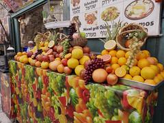 Puesto de venta de jugos de fruta, Jerusaln, Israel (Edgardo W. Olivera) Tags: panasonic lumix gh3 edgardoolivera microfourthirds microcuatrotercios mediooriente orienteprximo middleeast israel jerusaln jerusalem fruit fruta jugo