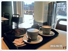 Breakfast in Venice (triziofrancesco) Tags: venezia venice veneto triziofrancesco canalgrande colazione breakfast cappuccino cornetto