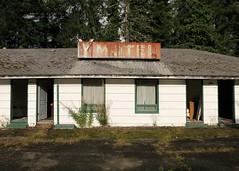 Y Motel (rickele) Tags: hoquiamwashington graysharborcounty abandonedmotel vacant outofbusiness ymotel usroute101 ushighway101 vintagesteelsign rust rusty neonsign ghostsign opentotheelements