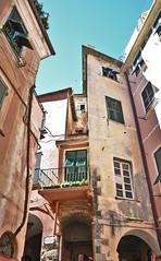 Ciaruggio (Carlo M Vella) Tags: house monterosso liguria linee spezzate tetti build appartementi colori old alto