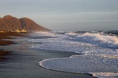 Fuerza martima (Aristides Daz) Tags: mar olas espuma de montaa barcas cielo arena nikkor af 28105 f3545 d