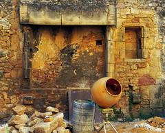 les couleurs du maon (d@rkmarmotte) Tags: maon color colorfull zuiko olympus olympus1260mm 1260mm zuiko1260mm sarlat builder chantier pigments btonnire couleurs ocre rouge jaune albail