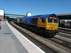 66719 and 50044 at Gloucester. (Lorraine & Brian) Tags: gloucester works kidderminster sidings tremorfa 50044 66719 0z50